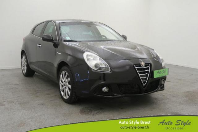 voiture occasion alfa romeo giulietta 2 0 jtdm 150ch distinctive stop start 2015 diesel 29200. Black Bedroom Furniture Sets. Home Design Ideas