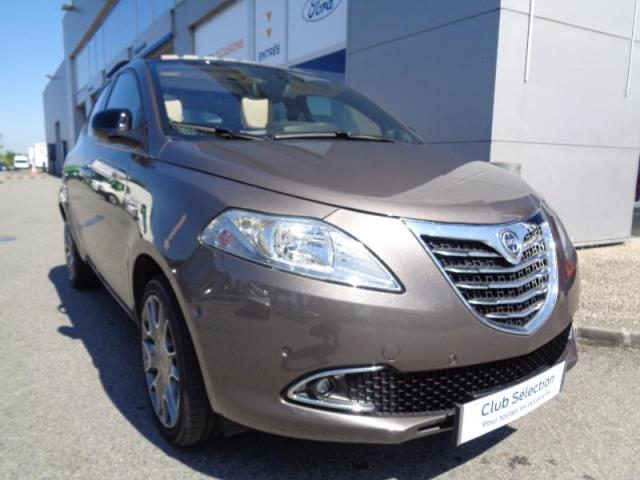 voiture occasion lancia ypsilon 0 9 twinair platinum stop start 5p 2013 essence 35510 cesson. Black Bedroom Furniture Sets. Home Design Ideas