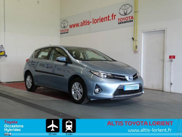 voiture occasion toyota auris hsd 136h dynamic 2013 hybride 56600 lanester morbihan. Black Bedroom Furniture Sets. Home Design Ideas
