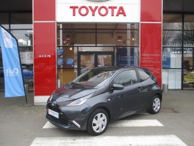 voiture occasion toyota aygo 1 0 vvt i 69ch x play 3p 2015 essence 78114 magny les hameaux. Black Bedroom Furniture Sets. Home Design Ideas