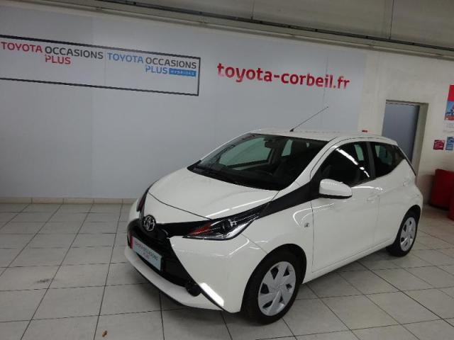voiture occasion toyota aygo 1 0 vvt i 69ch x play 5p 2017 essence 91100 corbeil essonnes. Black Bedroom Furniture Sets. Home Design Ideas