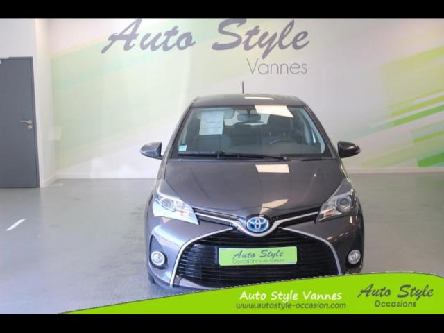voiture occasion toyota yaris hsd 100h dynamic 5p 2015 hybride 56450 theix morbihan. Black Bedroom Furniture Sets. Home Design Ideas