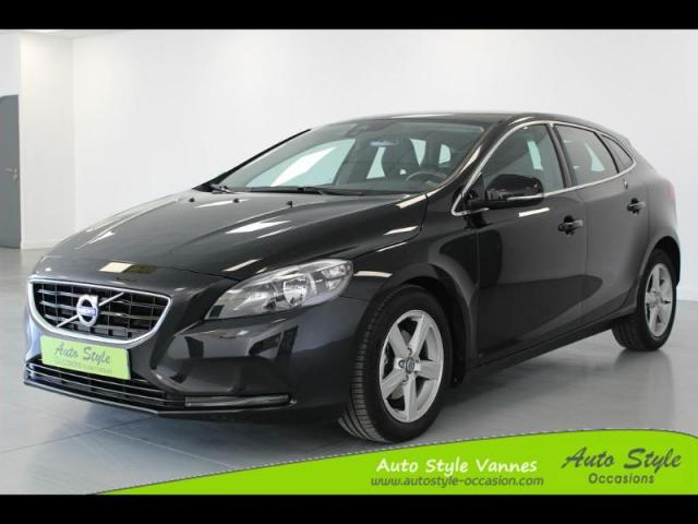 voiture occasion volvo v40 d2 115ch start stop momentum business 2014 diesel 56450 theix. Black Bedroom Furniture Sets. Home Design Ideas