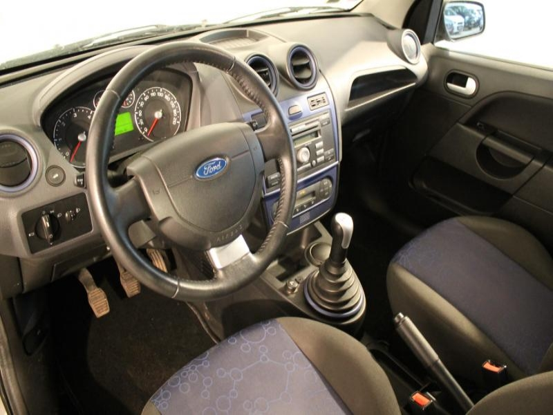 Voiture occasion ford fiesta 1 4 tdci 68 senso 2008 for Retroviseur interieur ford fiesta