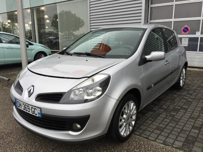 voiture occasion renault clio 1 2 tce 100ch exception 2 5p 2008 essence 44600 saint nazaire. Black Bedroom Furniture Sets. Home Design Ideas
