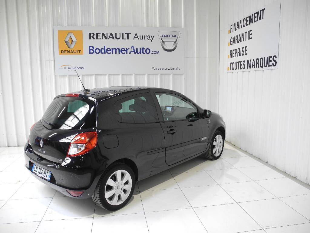 voiture occasion renault clio iii dci 105 eco2 sl xv de france euro 5 2012 diesel 56400 auray. Black Bedroom Furniture Sets. Home Design Ideas