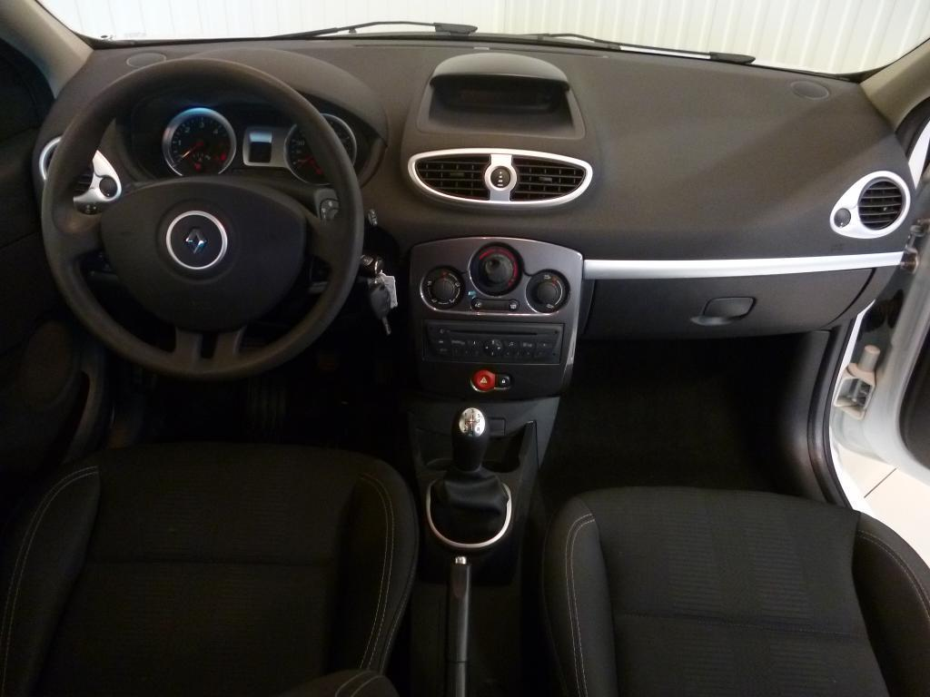 voiture occasion renault clio iii dci 75 eco2 expression clim euro 5 2011 diesel 14400 bayeux. Black Bedroom Furniture Sets. Home Design Ideas