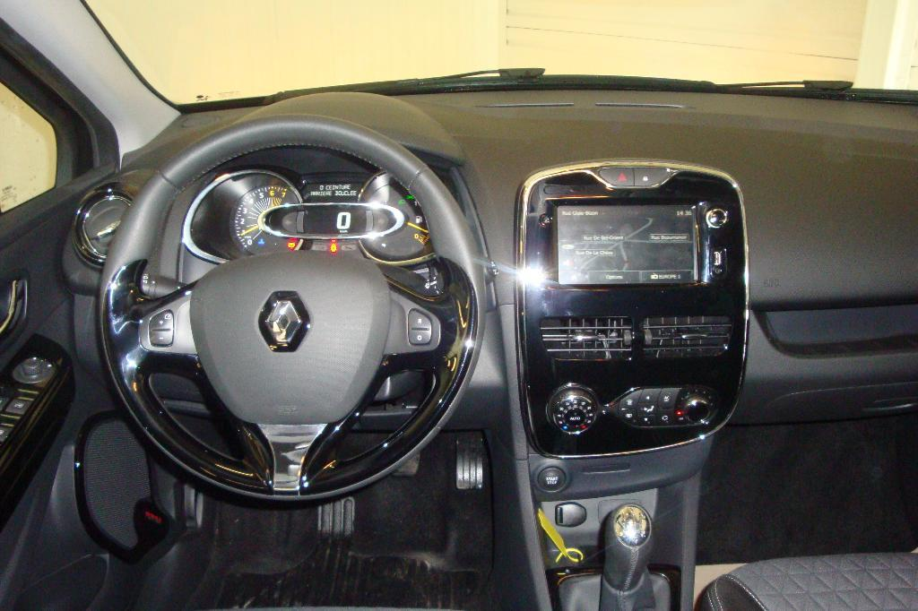 voiture occasion renault clio iv tce 90 eco2 intens 2014 essence 22600 loud ac c tes d 39 armor. Black Bedroom Furniture Sets. Home Design Ideas
