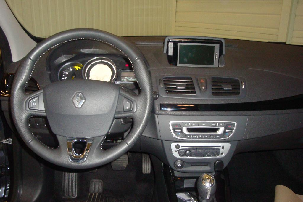 voiture occasion renault megane iii dci 130 fap energy eco2 bose 2013 diesel 22600 loud ac c tes. Black Bedroom Furniture Sets. Home Design Ideas