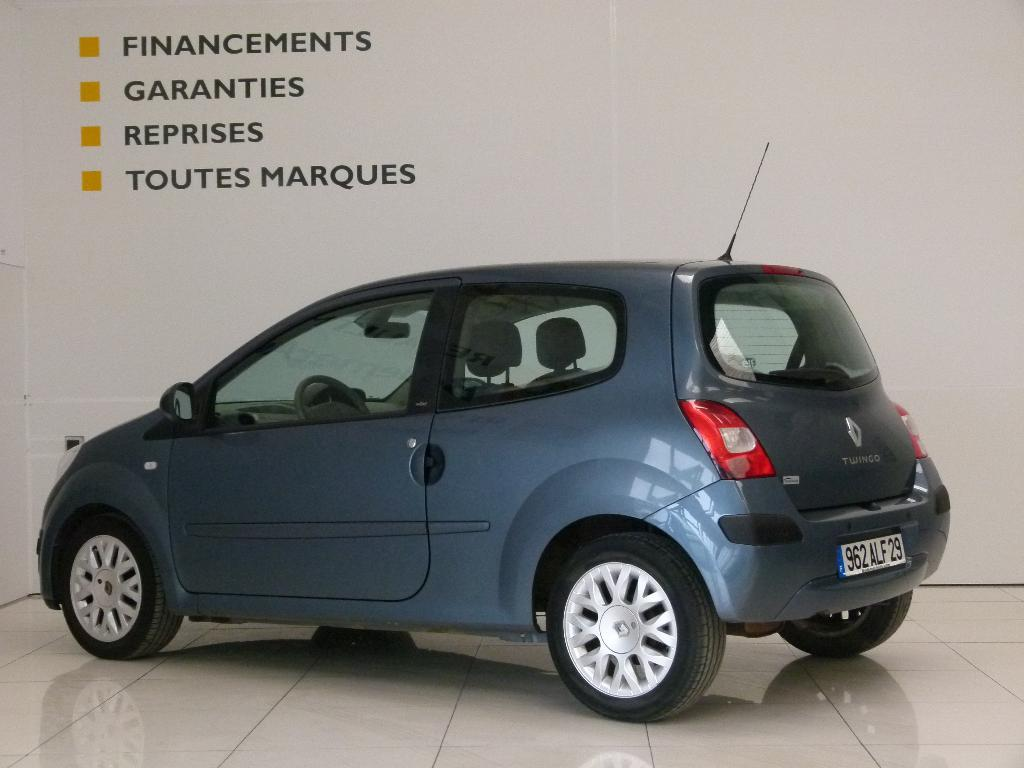 voiture occasion renault twingo ii 1 2 16v 75 initiale quickshift 2007 essence 29600 morlaix. Black Bedroom Furniture Sets. Home Design Ideas